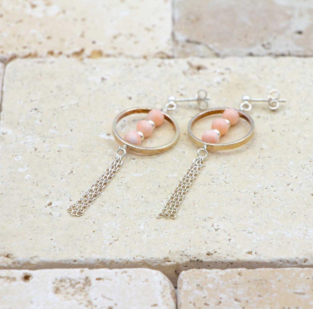 Boucles trio argent sont des boucles d'oreilles en corail rouge fabriquées par L'atelier du corail.