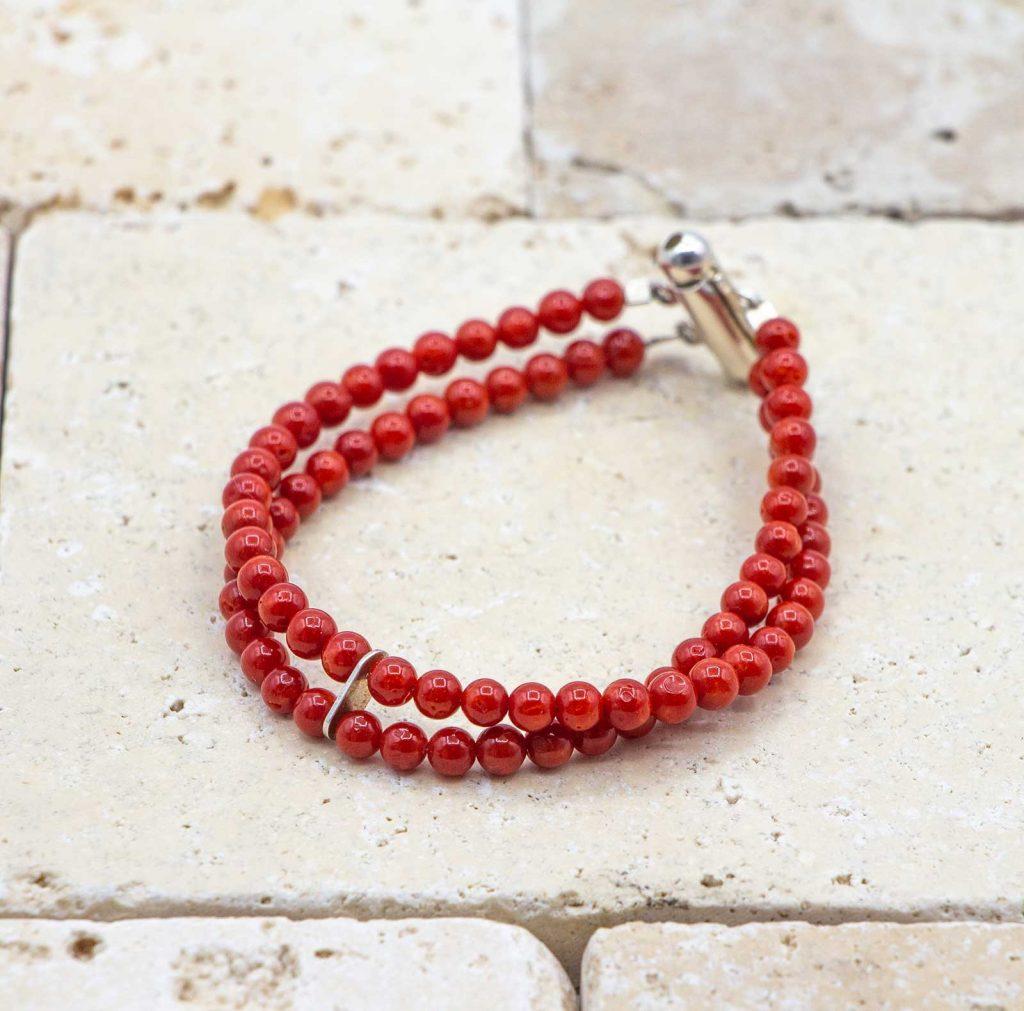 Bracelet argent 2 rangs est un bracelet en corail rouge fabriqué par L'atelier du corail à Marseille.