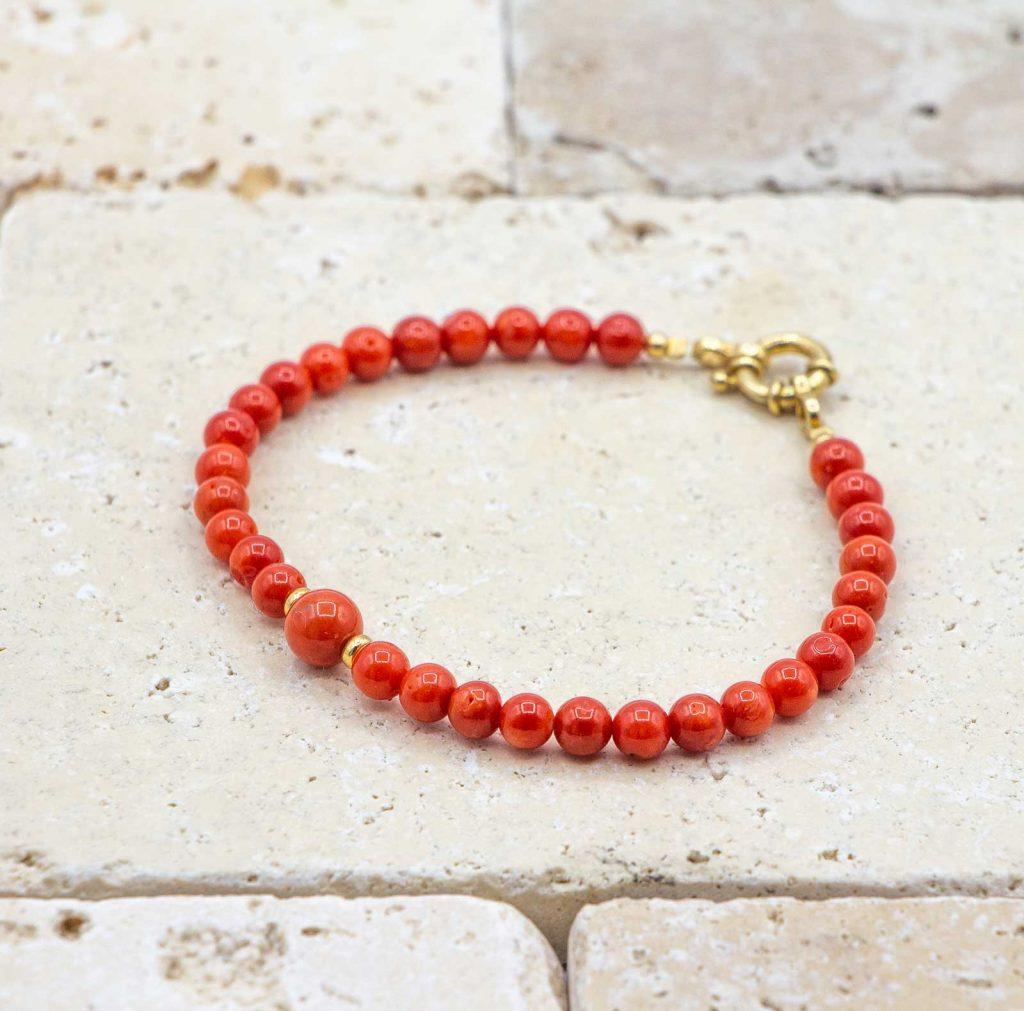 Bracelet perle opulente est un bracelet en corail rouge fabriqué par L'atelier du corail à Marseille.