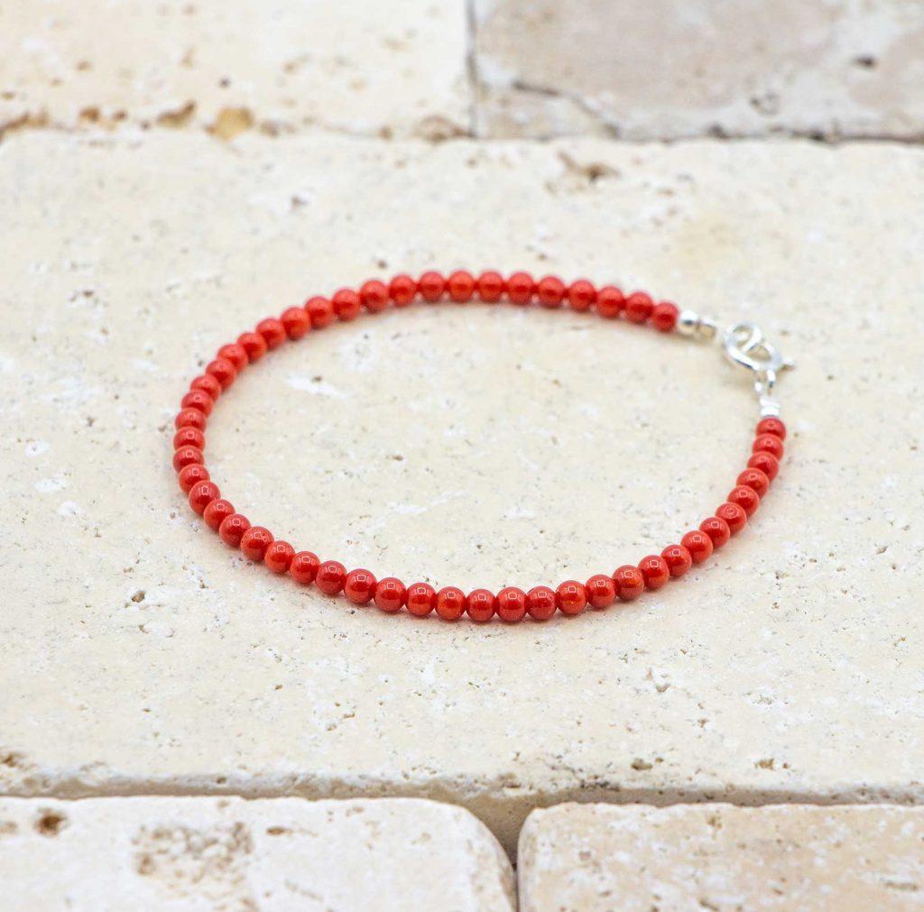 Bracelet perles fines est un bracelet en corail rouge fabriqué par L'atelier du corail à Marseille.