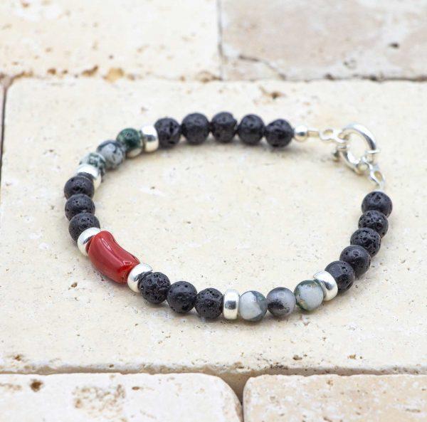 L'élégant Opale est un bracelet pour homme en corail rouge fabriqué par L'atelier du corail à Marseille.